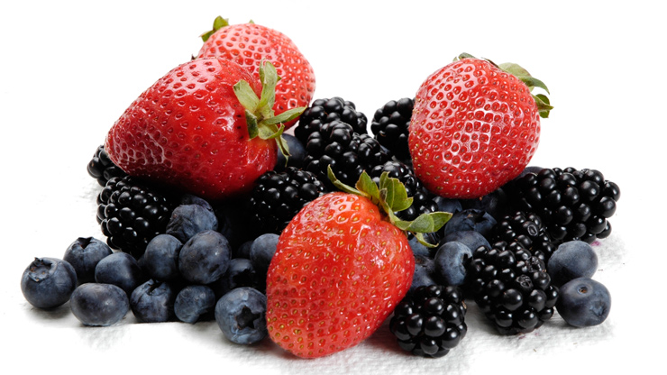 foods-that-improve-your-spf-berries-chocolate